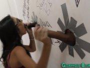 Порно телки сосут в кафе через дырку в стене39